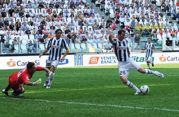 Штефан Лихтштайнер входит в историю, как автор первого гола на «Ювентус Стэдиум»